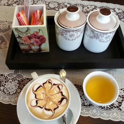 คาปูชิโน่ร้อน+น้ำชาร้อน