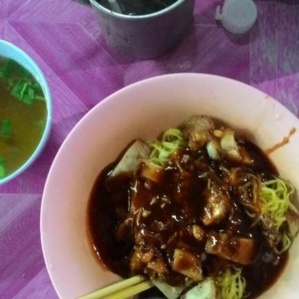 บะหมี่สามเหลือง by จันทร์สอน ถนนสุเทพ