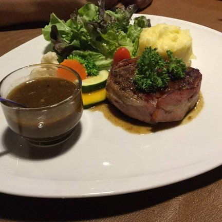 Let it be Cafe & Eatery แม่ริมพลาซ่า
