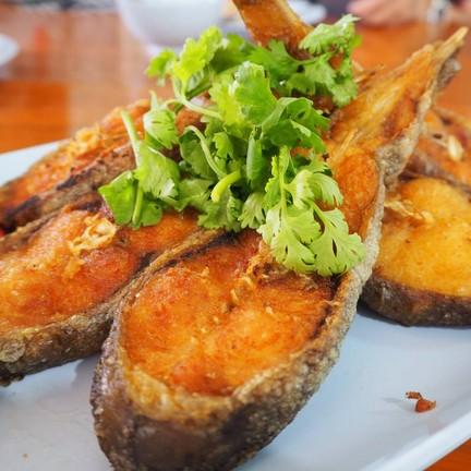 ปลาค้าวทอดสะดุ้งน้ำปลา 350 บาท