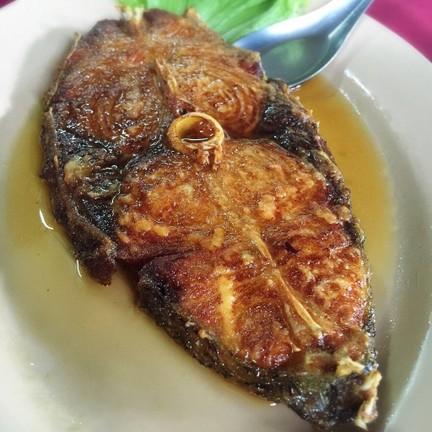 ปลากะพง ทอดน้ำปลา สำหรับจานนี้ จืดไปนิด...หรือผมติดเค็ม???