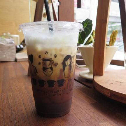Drip coffee with milk (70.-)