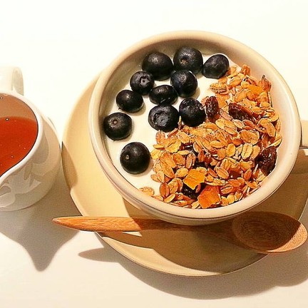 greek yogurt with granola