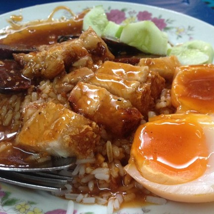 ข้าวหมูกรอบ+กุนเชียง+ไข่