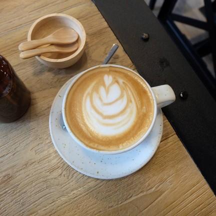 Cafe latte (90.-)