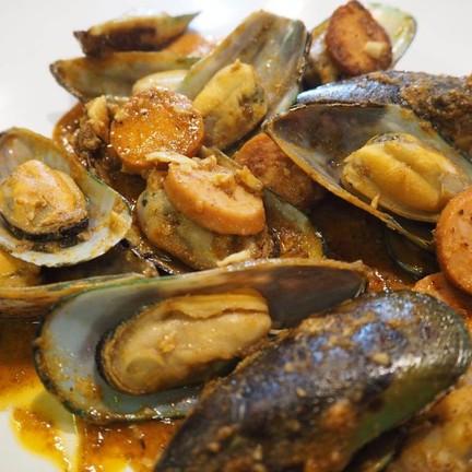 ชุดหอยแมลงภู่ Mบวกไส้กรอก 289 บาท