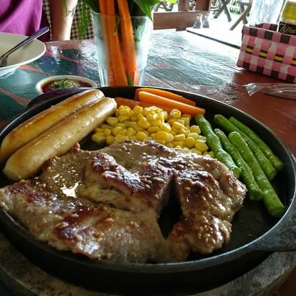 สเต็กหมู+ไส้กรอก
