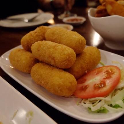 HEAP Cafe' & Restaurant อนุสาวรีย์ชัยฯ