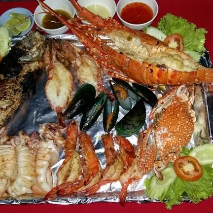 ทางร้านจัดโปรโมชั่น seafood  มี 3 setด้วยกัน เพื่อเอาใจลูกค้า