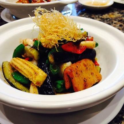 ไก่เจผัดผักซอสพริกไทยดำ