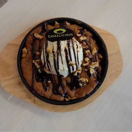 Skillet chocolate chip cookie sundae (185+)