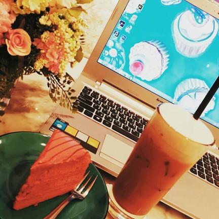 เค้กชาไทย กะ อัลมอนต์ลาเต้😍