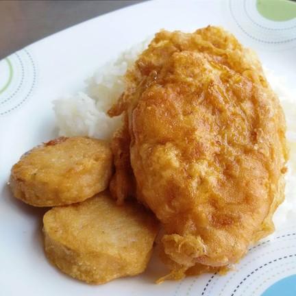 ข้าวไข่เจียวหมูสับหมูยอ (ข้าวรวม) 50.-
