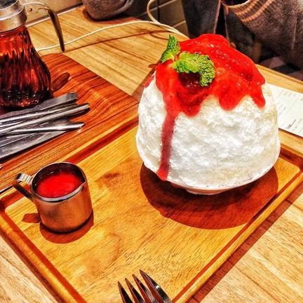 strawberry cheesecake kakigori (฿235)