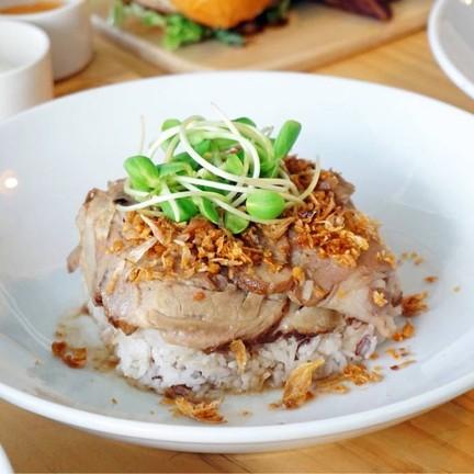 Marinated Pork topping with Crispy Garlic Rice (185฿)