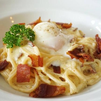 Carbonara Pasta topping Onzen Egg (195฿)