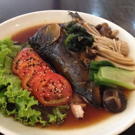หัวปลาแซลมอนต้มซีอิ้ว