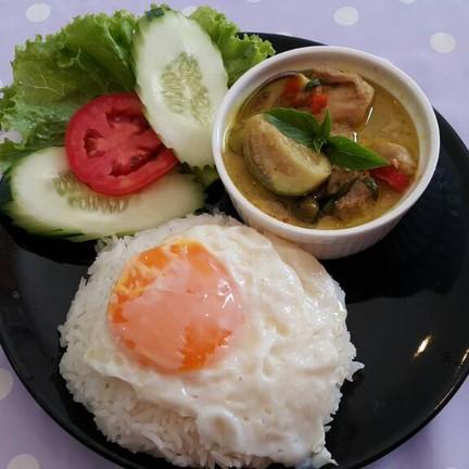 ข้าวแกงเขียวหวาน+ไข่ดาว