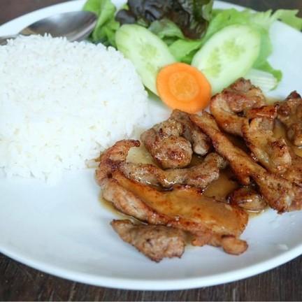 ข้าวหมูย่างพริกไทยดำ