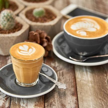 Piccolo Latte และ Latte