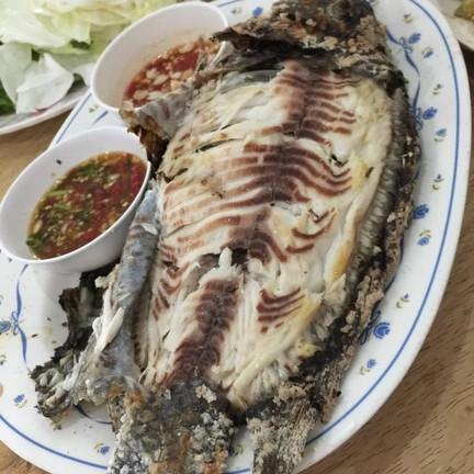 ไก่ย่างปรีชา ปลาเผา