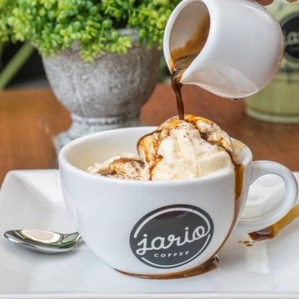 Affogato (อัฟโฟกาโต้) ไอศครีมวานิลลา ราดด้วยกาแฟ Espresso หอมเข้ม อร่อยลงตัวสุดๆ