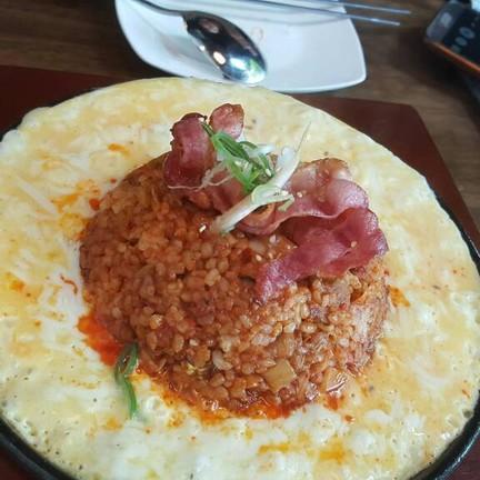ข้าวผัดกิมจิ (กับไข่+ชีส)