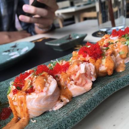 Chili Salmon Roll 300b