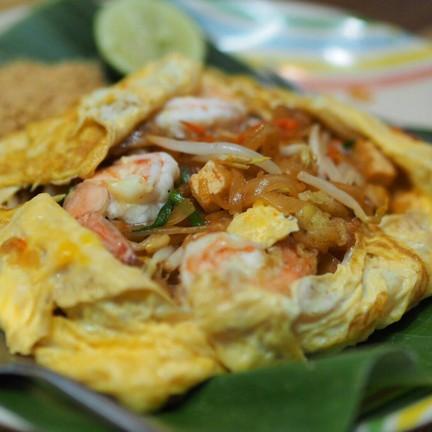 ผัดไทยห่อไข่กุ้งสด 50 บาทนาจา
