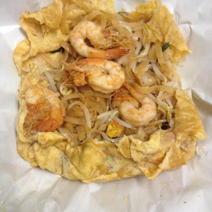ผัดไทยห่อไข่ช้างเผือก