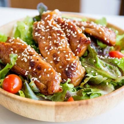 """Teriyaki Chicken Salad"" 180฿ คุ้มมากไก่รสชาติดีเข้าเนื้อผัก น้ำสลัดลงตัว อร่อย"