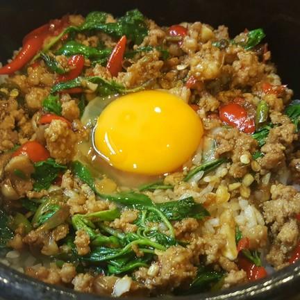 แสบไข่ จานร้อน : ไข่ใสๆใส่ตรงกลางจ๊ะ