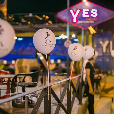 Yes Sky Moon Bar&bistro