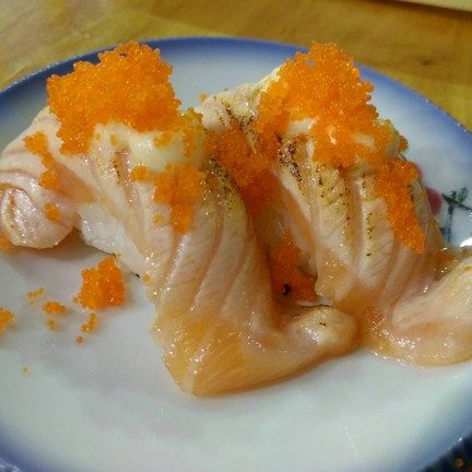 salmon mayo ebiko roll