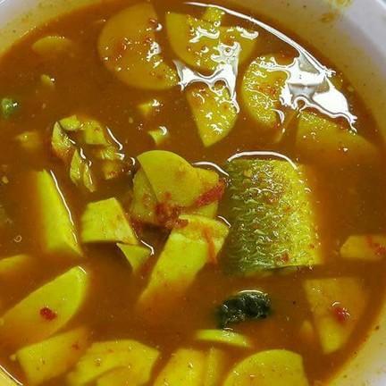 ยอดมะพร้าวหวานกรอบ ปลาสดมาก น้ำแกงเข็มข้นถึงเครื่องแกง เผ็ดแซ่บจนนเำตาไหล