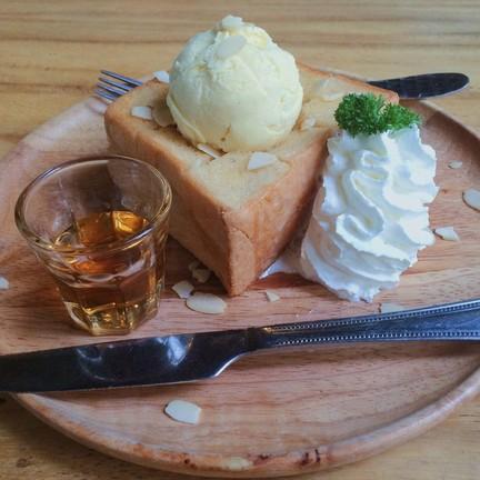 Honey toast (139.-)