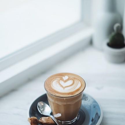 AMPERSAND COFFEESTAND & DESIGN เดอะบล๊อค ราชพฤกษ์