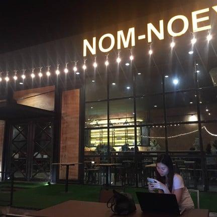 Nom-Noey cafe' & Bistro นครสวรรค์