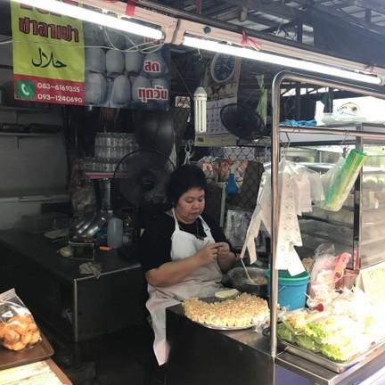 โต๊ะ ขนมจีบ - ซาลาเปา ฮาลาล ตลาดสด ห้วยขวาง