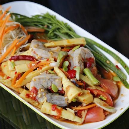 สุดซี้ดดดกับเมนูแซ่บๆของครัวไทยจากร้านนมมหาลัยสมุย ต้องลอง!!