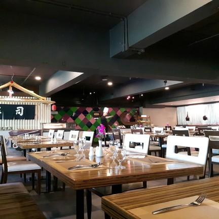ห้องอาหารกว้างใหญ่