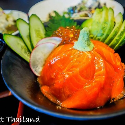 Salmon & Ikura with rice - Large (B380++)