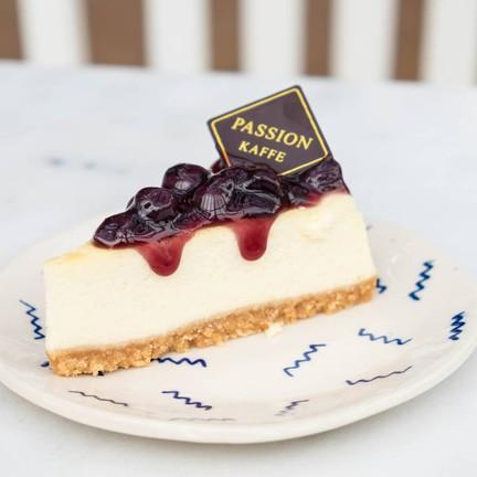 ชิ้นเค้กสวยมากกก บลูเบอร์รี่แน่นมาก