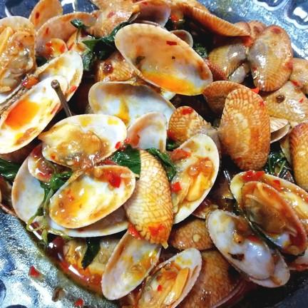 100- ถึงหอยจะตัวเล็กแต่ก็ยังสด อร่อย หอยไม่คาวเลยด้วย ชอบมากๆ เพิ่งผัดเสร็จ