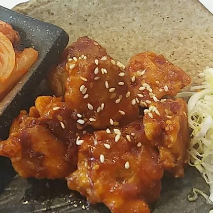 นัตเก็ตไก่เจ ซอสเกาหลี เสริฟ์พร้อมกิมจิ 120 ฿