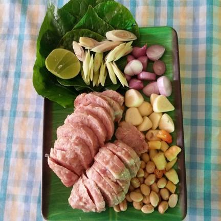 อาหารแนะนำใหม่ของสวนอาหารระบียงรัก แหนมย่าง แซบถึงใจ เป็นอาหารก็อร่อยเป็นกับแกล้