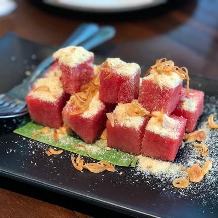 ไม่เคยกินมาก่อน กินเป็นออเดิฟก็เข้ากันดี ระหว่างแตงโมกับปลาแห่ง