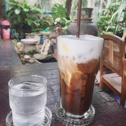 กาแฟค่อนข้างหอม และรสชาติไม่หวานเกินไป ค่อนข้างที่จะละมุนค่ะ