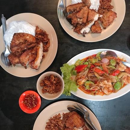 ไก่ทอดเดชา ชีอุทิศ