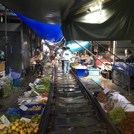 ตลาดร่มหุบ